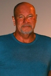 Randy Wayne White signs NIGHT MOVES (Doc Ford #20)