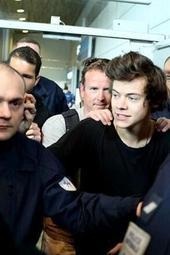 Harry Styles Arrives In Paris