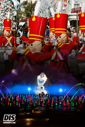 """World of Color - Winter Dreams"" and ""A Christmas Fantasy"" Parade at Disneyland Resort"