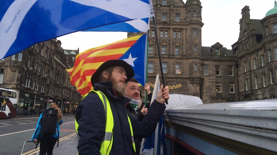 Bridges for Indy in Edinburgh - in solidarity with Catalonia