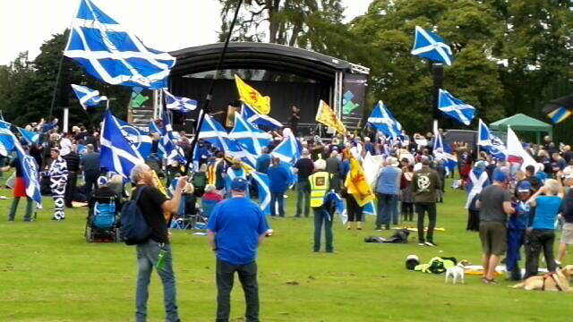 Pro-independence PARACHUTE JUMP, Dunfermline, Forward As One